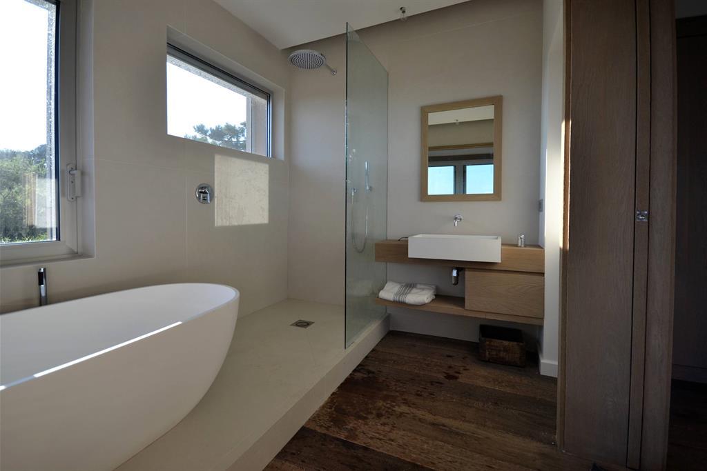 Baie beton decorativ - Salle de bain d architecte ...