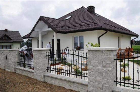 Cele mai noi si frumoase modele de garduri si case for Modele de garduri pentru case