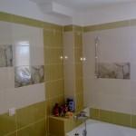 baie alb cu verde decoruri si brau