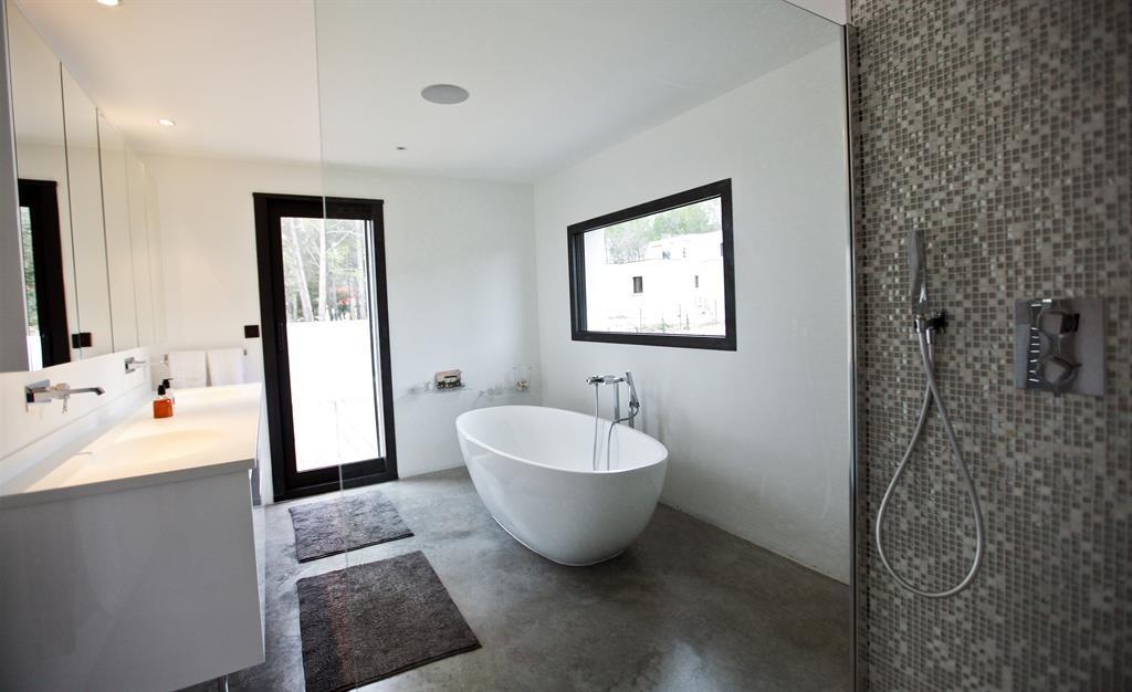 betonul amprentat sau decorativ este a ideal in design baie. Black Bedroom Furniture Sets. Home Design Ideas