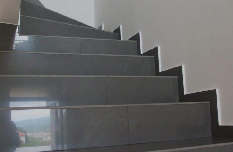 Lemn sau gresie pe scarile interioare?